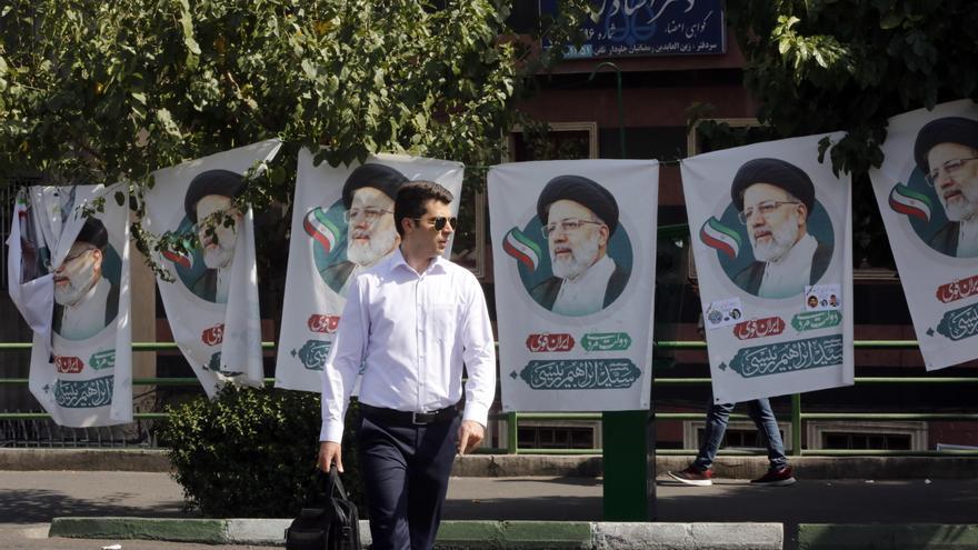 Irán celebra unas elecciones en las que el clérigo ultraconservador Ebrahim Raisí parte como favorito