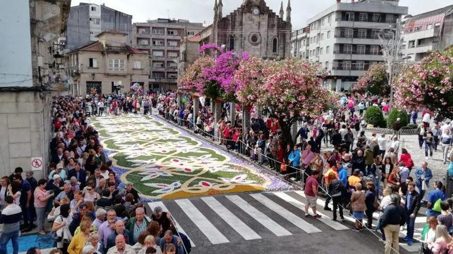 Las flores coronan el Corpus de Ponteareas