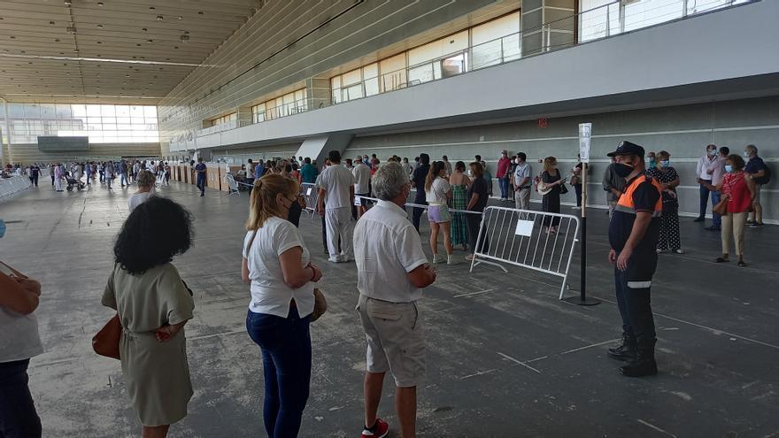 Exitosa y eficiente vacunación dominical: más de 5.000 citados en el Recinto Ferial