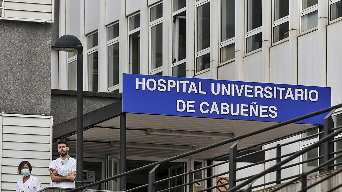 Acceso al Hospital de Cabueñes, en una imagen de archivo. | Julián Rus