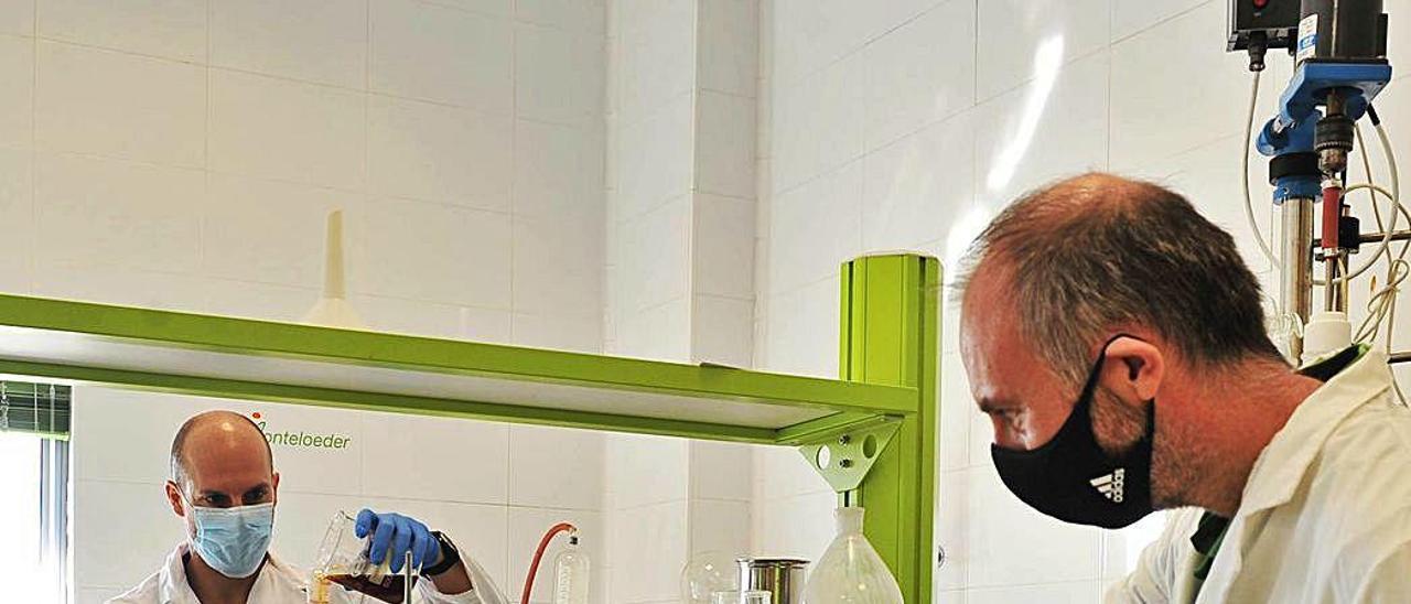 Francisco Cremades, químico, y Jonathan Jones, de innovación.