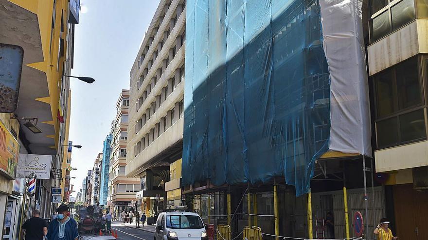 Cuatro hoteles en la zona de Las Canteras hacen reformas durante la pandemia