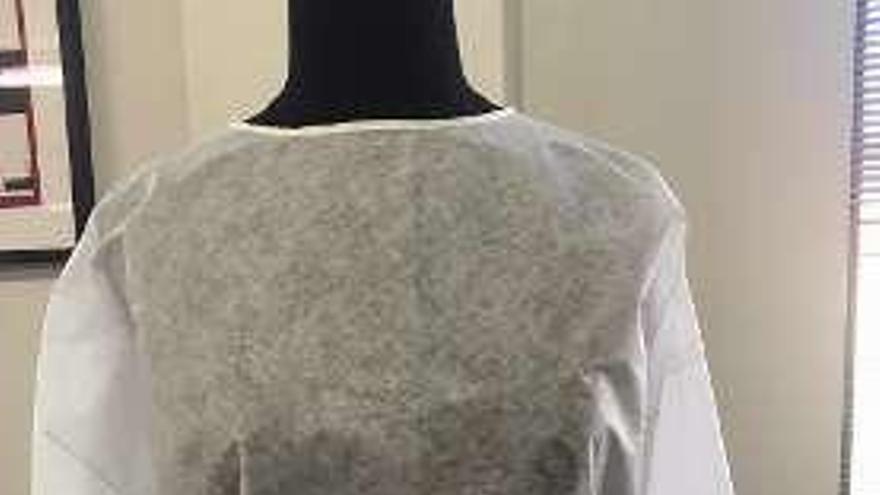 La moda gallega entrega esta semana 9.000 batas para personal sanitario