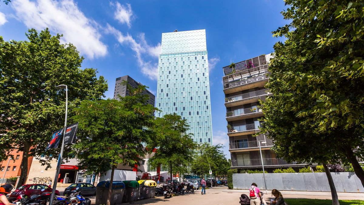 El hotel de Barcelona escalado por Leo Urban.