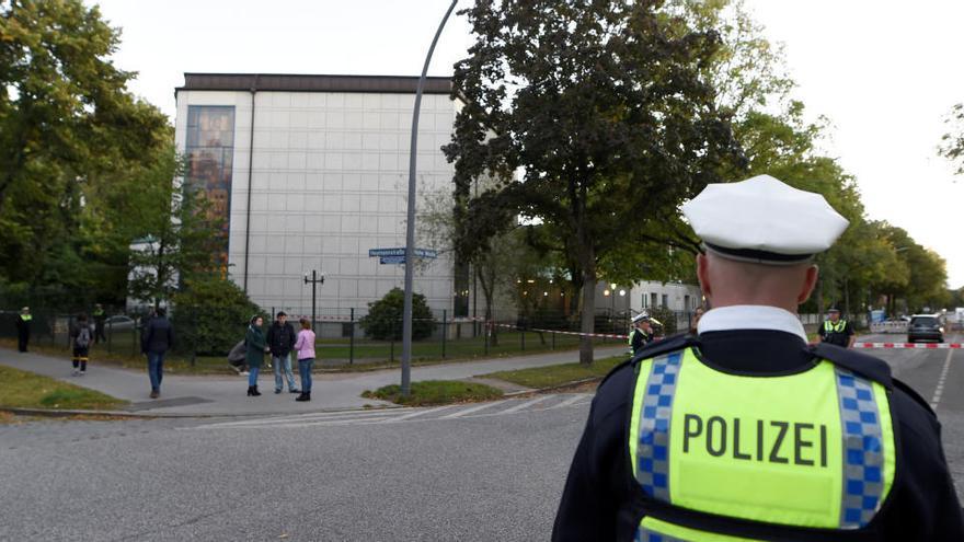 Herido grave un joven de 26 años en un ataque frente a la sinagoga de Hamburgo