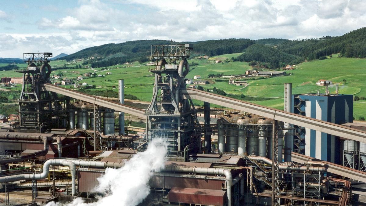 Los dos hornos altos de Arcelor en Gijón.