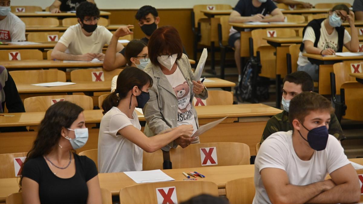Imagen de alumnos en la prueba de acceso a la universidad