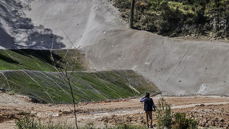 Alcoy consolida el cunetón de aguas pluviales del Santiago Payá para evitar nuevos desprendimientos