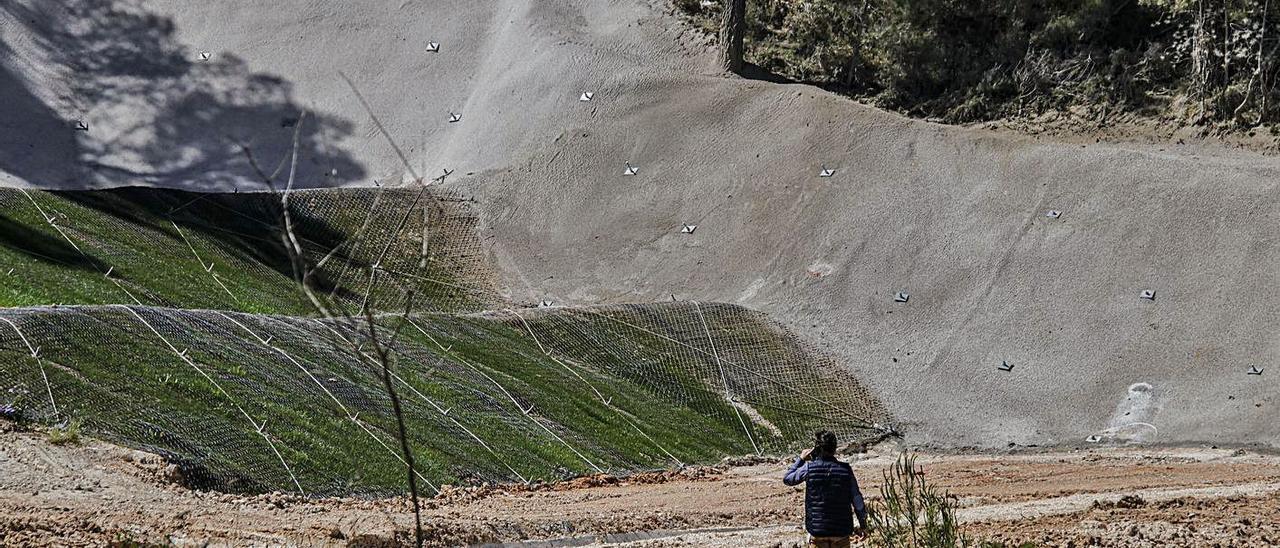 Así ha quedado el cunetón del polígono Santiago Payá de Alcoy. JUANI RUZ