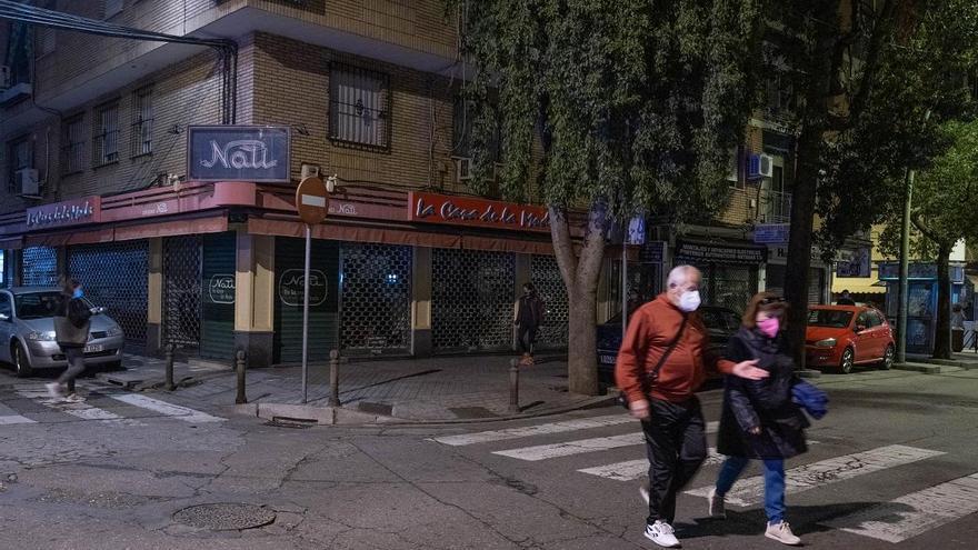 El comercio de Santa Rosa y Valdeolleros apaga sus luces en protesta por las restricciones
