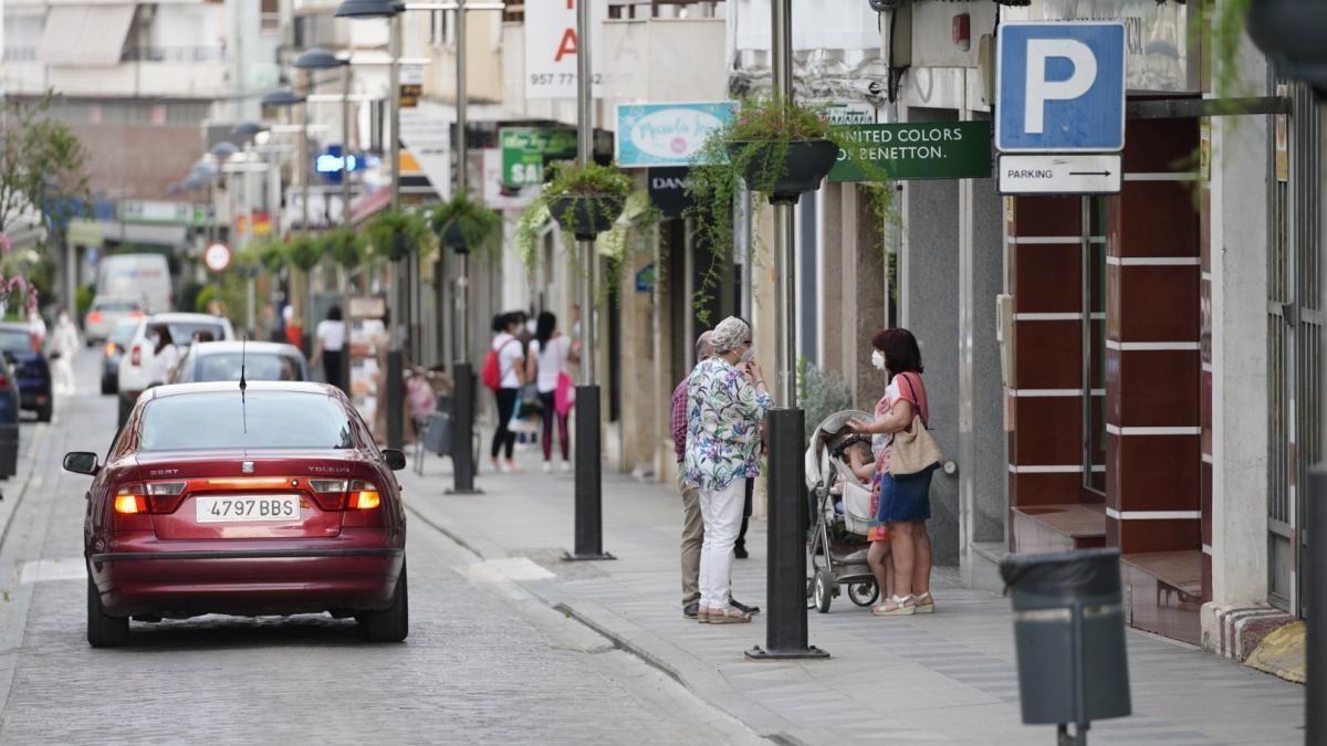 Comercios de la calle Mayor de Pozoblanco, em una imagen de archivo.