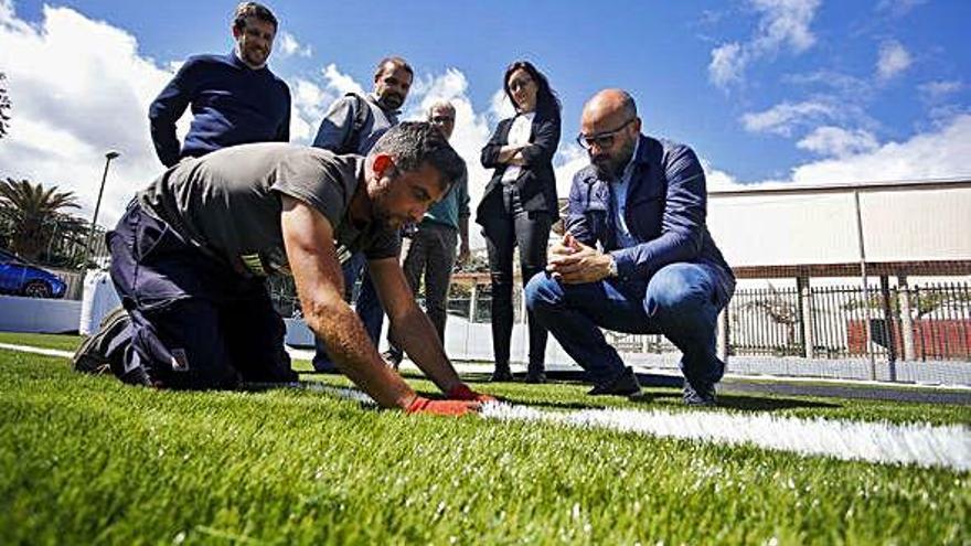 100.000 euros para reponer el césped artificial del campo de fútbol 8 de la Vega de San José