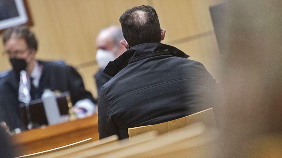 El condenado por violar a una anciana de 93 años en València, durante el juicio. | GERMÁN CABALLERO