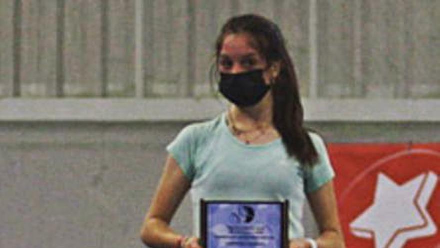 La benaventana Cristina Jáñez, campeona regional infantil de tenis