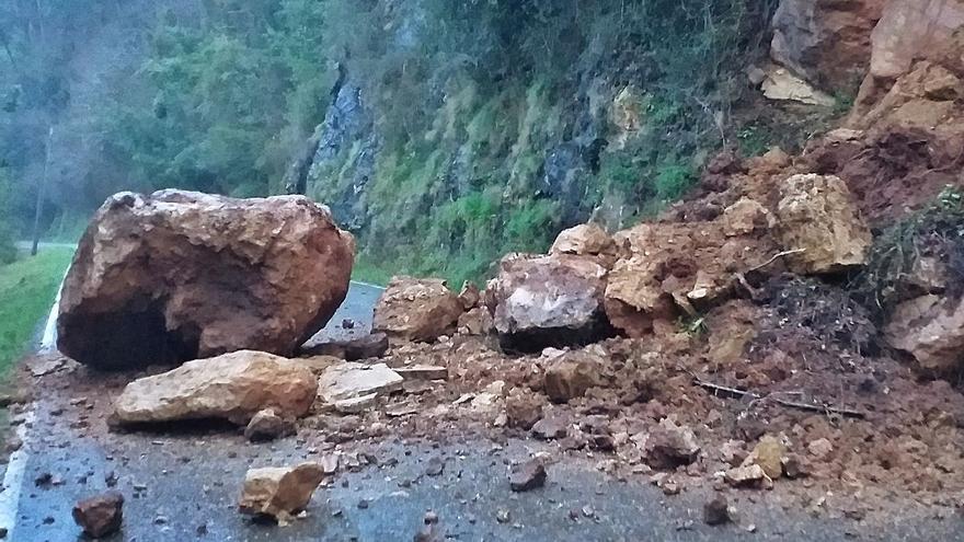 Infraestructuras inicia hoy la retirada del argayo de la antigua vía Pravia-Cornellana