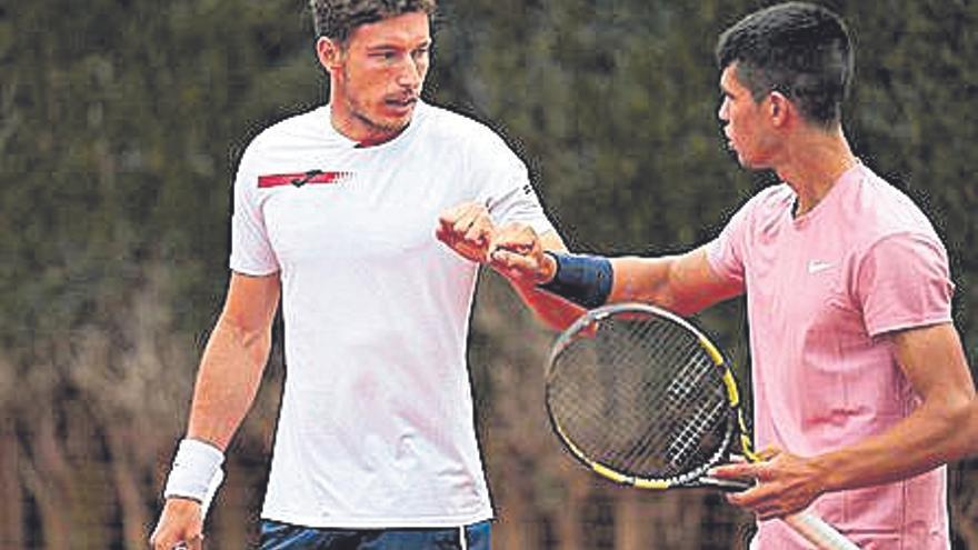 Carlos Alcaraz se estrena en el dobles del Godó con victoria