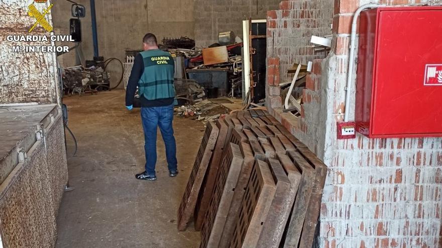 Detenido por saquear 160 tapas de alcantarilla en Xàbia