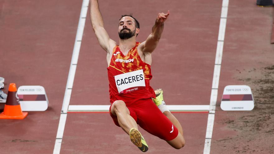El atleta Eusebio Cáceres, a la final de longitud