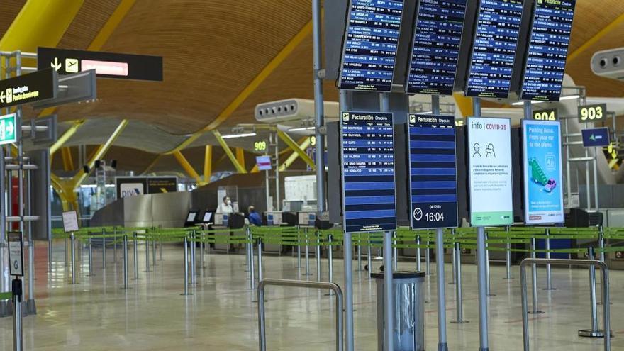 El tráfico de pasajeros en los aeropuertos se desploma un 72,4% por la pandemia