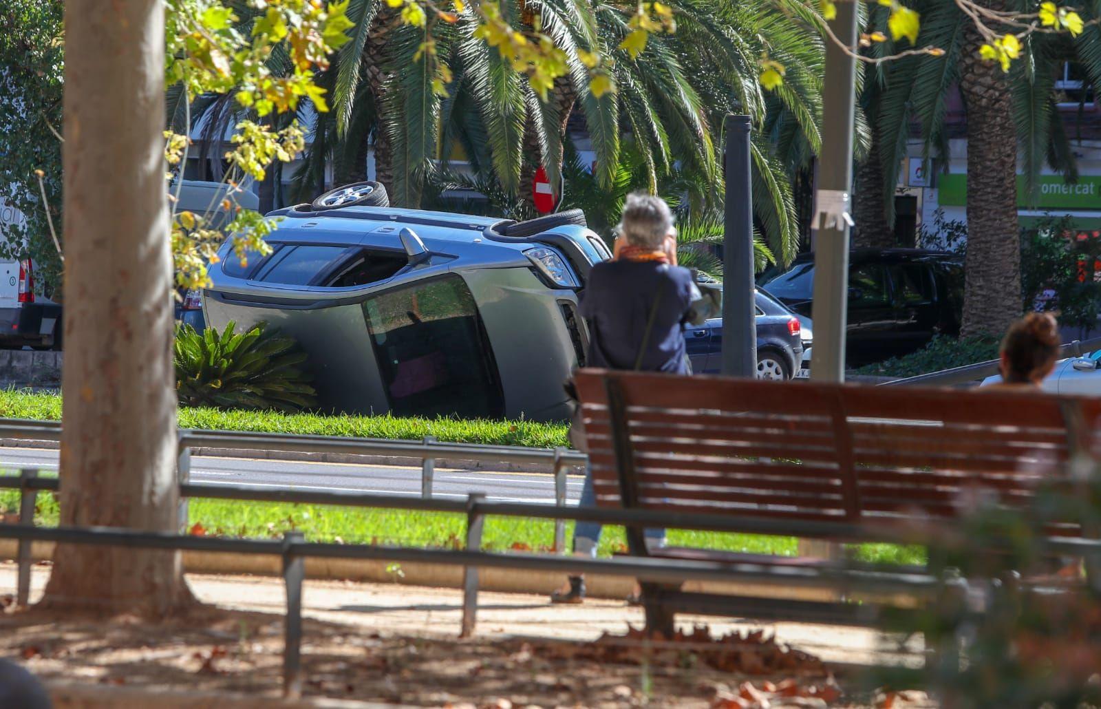 Espectacular accidente en la avenida Blasco Ibáñez de València