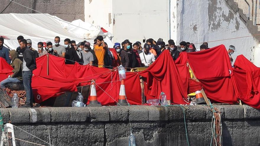 Canarias exige compartir la carga de la migración
