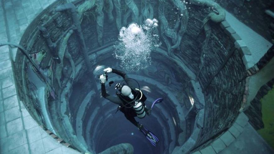 Una ciudad sumergida en la piscina más profunda del mundo en Dubái