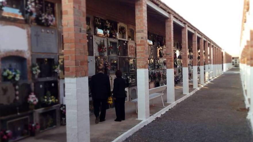 El juez investiga a dos concejalas del PP de la Vall por el 'caso de los nichos'