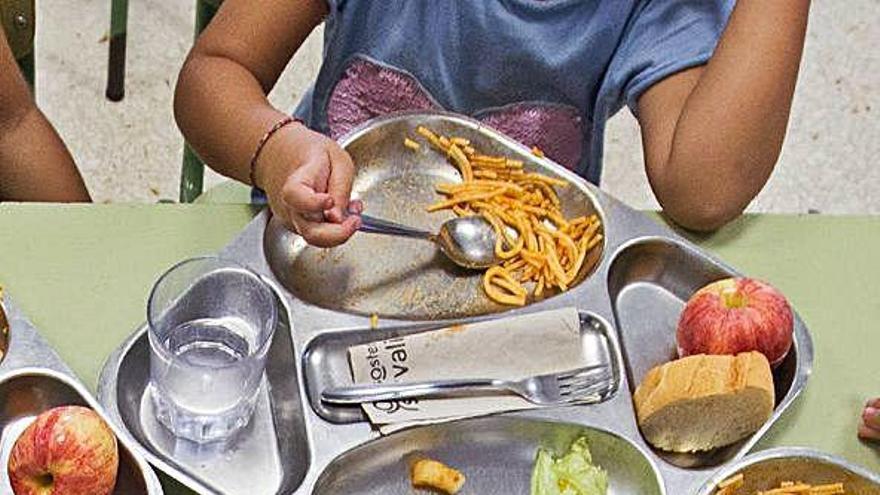 El Síndic admite la queja para que los beneficiarios parciales del comedor escolar cobren