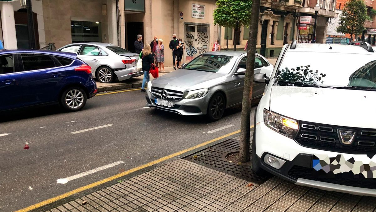 Los vehículos implicados esta mañana en el accidente en la carretera de la Costa
