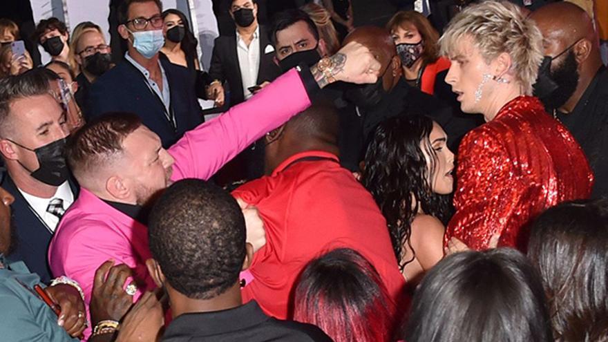 McGregor y el novio de Megan Fox, Machine Gun Kelly, se pegan en los premios MTV