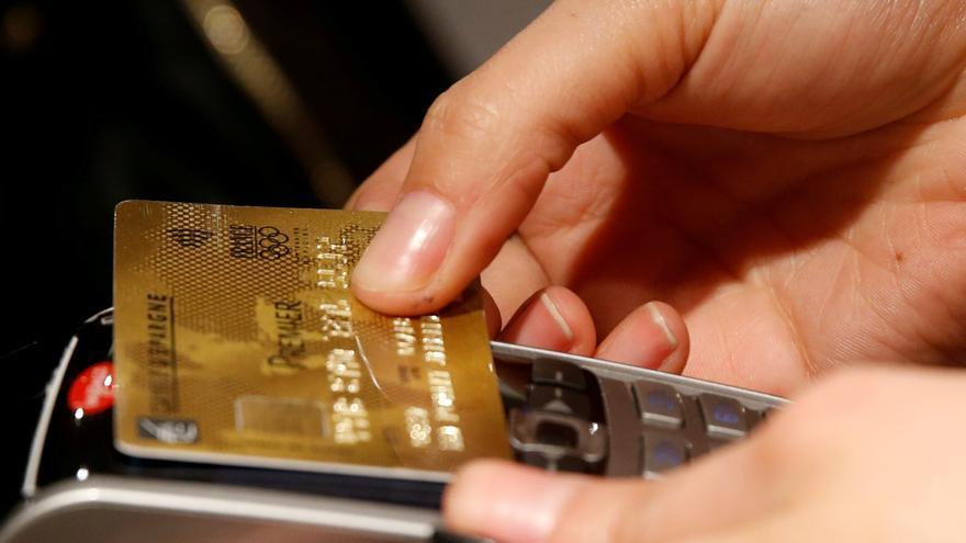 """Un banco tendrá que devolver 17.000 euros a una avilesina por los intereses de una tarjeta """"revolving"""""""