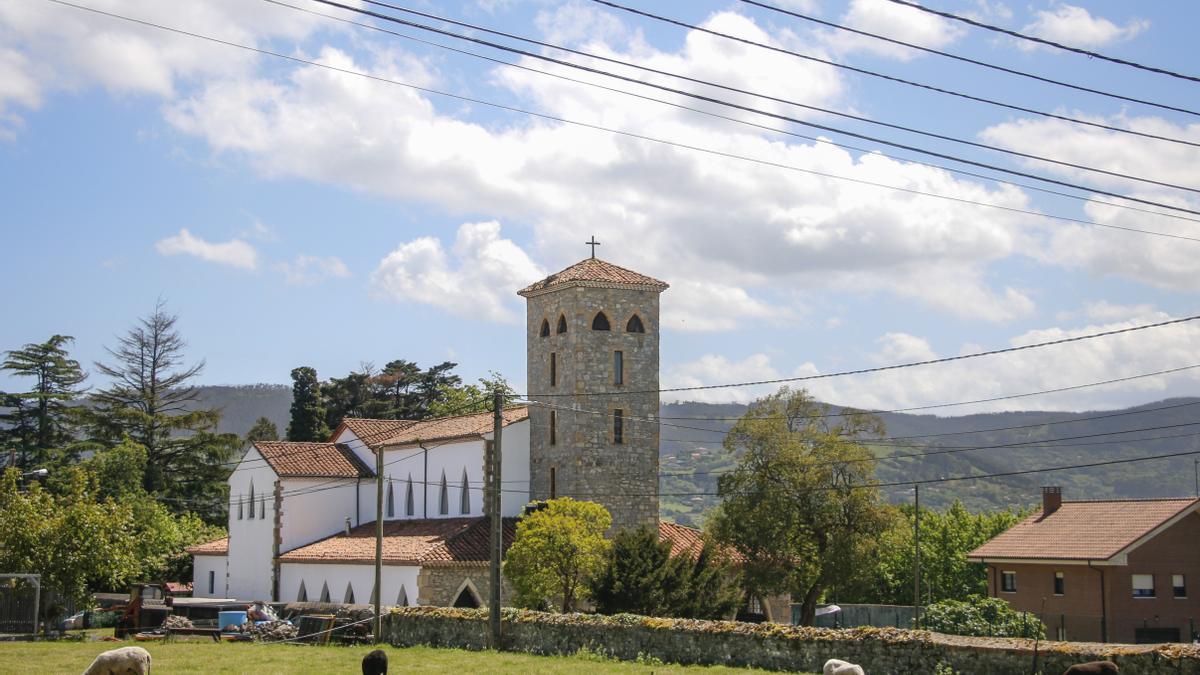 Iglesia de Santo Tomás de Granda, desde La Carbayera.