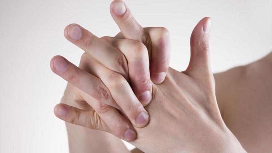 Crujirse los dedos, ¿hasta qué punto es malo hacerlo?