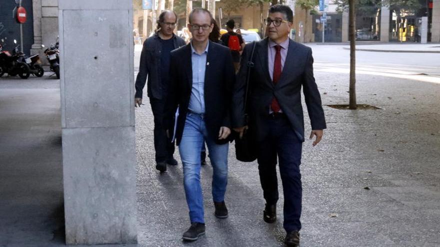 Un dels policies investigats per les càrregues de l'1-O a Girona assegura haver vist armes blanques i cares d'odi