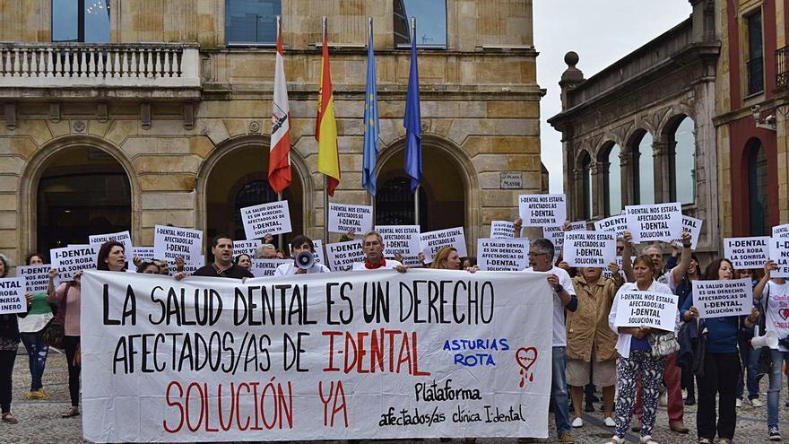 """Los afectados de iDental estallan al rechazar el Juzgado sus demandas: """"No hay justicia para los pobres"""""""