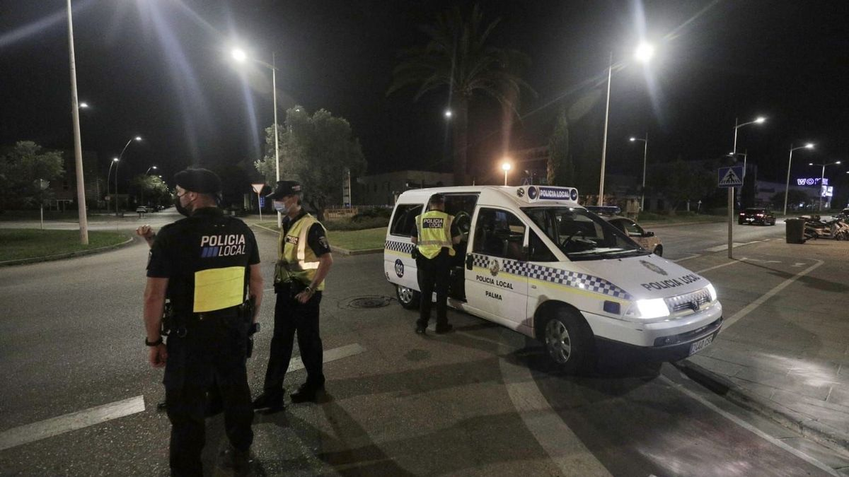 Die Polizei geht mit Straßensperren gegen die Trinkgelage vor.