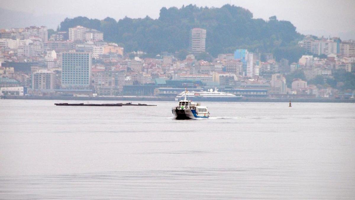 Un baraco navegando por la ría de Vigo. // FdV