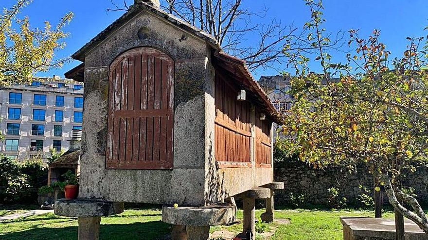 Denuncian al Concello de Ponteareas por otorgar licencia de construcción junto a un hórreo de 1848