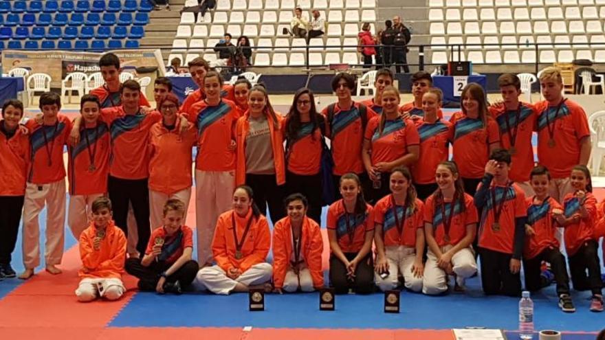 Seis medallas para el Shotokan Carrús en el Autonómico de clubes