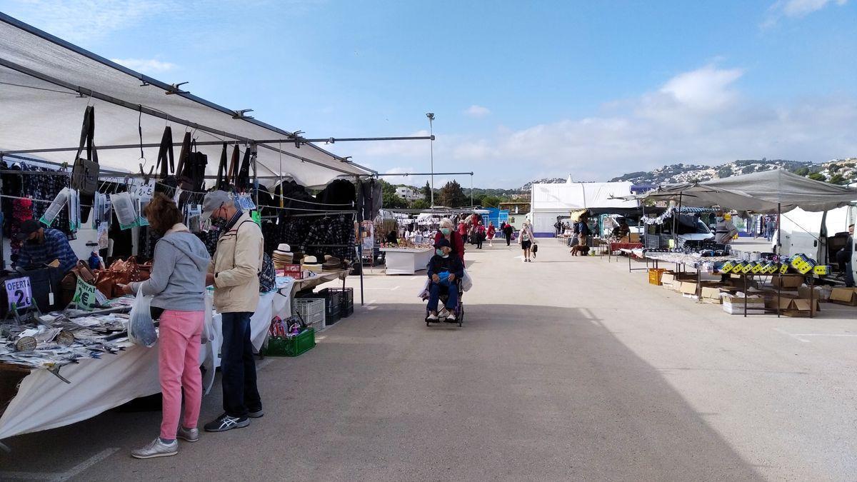 El mercadillo de Moraira en una imagen de hace dos viernes.