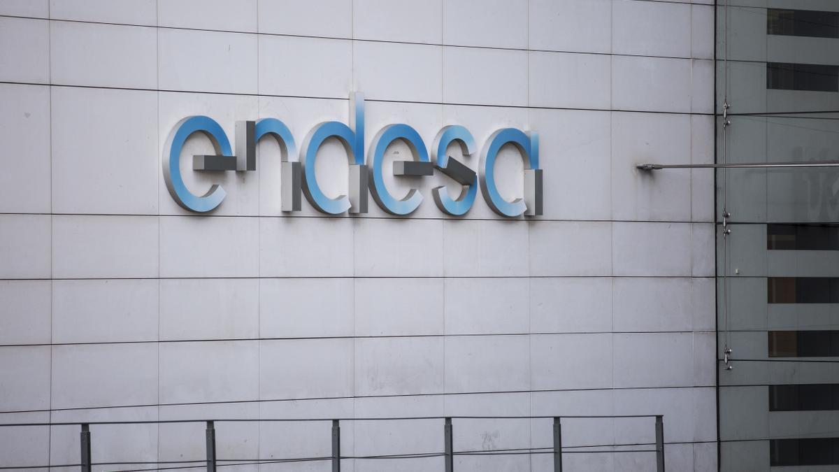 Logotip de l'empresa Endesa a la seva seu prop d'IFEMA a Madrid.