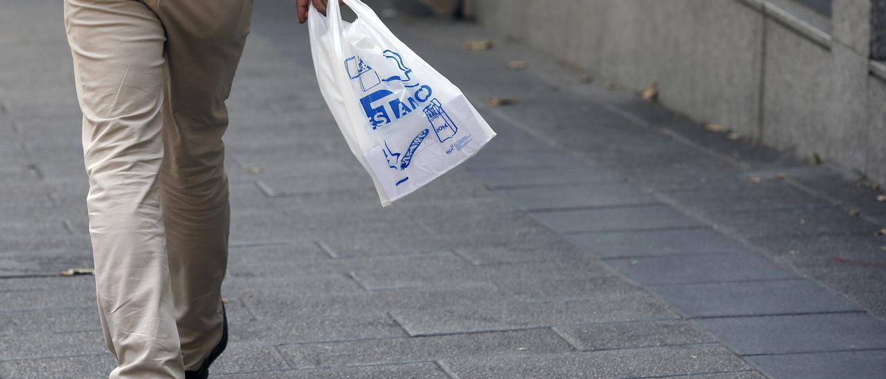 El Gobierno aprobará hoy la norma que grava los plásticos de un solo uso