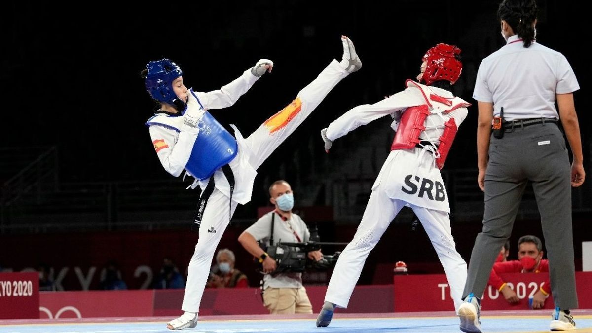 Adriana Cerezo throws a kick in her first match at the Tokyo Games.