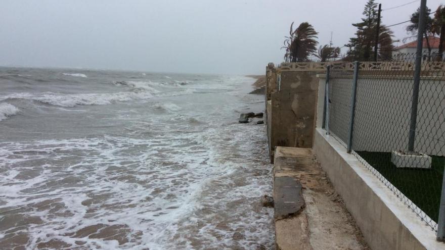 El Estado denuncia a Dénia por dar licencia para construir un bloque de apartamentos en una playa en regresión
