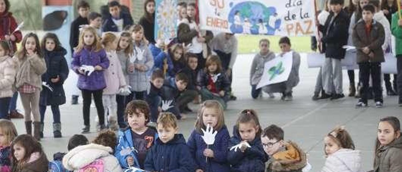 Actos por el Día de la Paz en el colegio Castillo Gauzón.