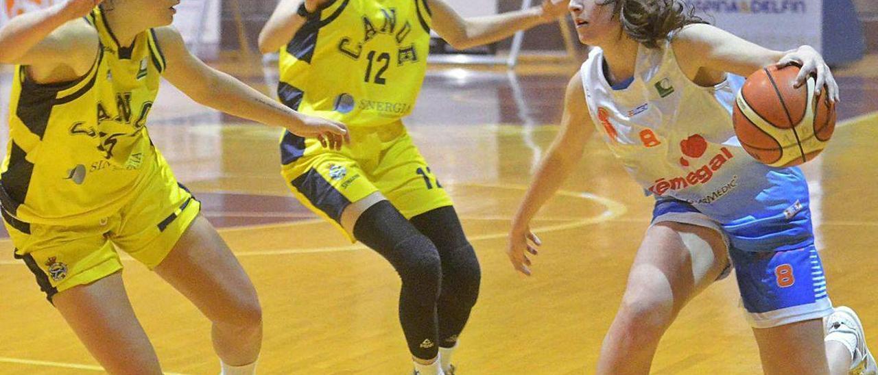 Zeltia Presas seguirá el próximo curso vistiendo la camiseta vilagarciana.