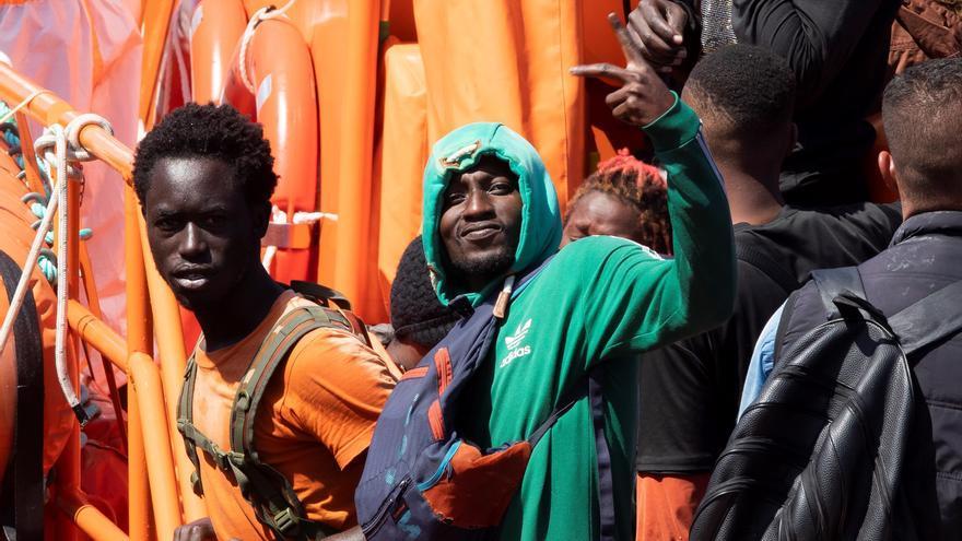 Rescatan a 47 migrantes a la deriva en una patera rumbo a Canarias