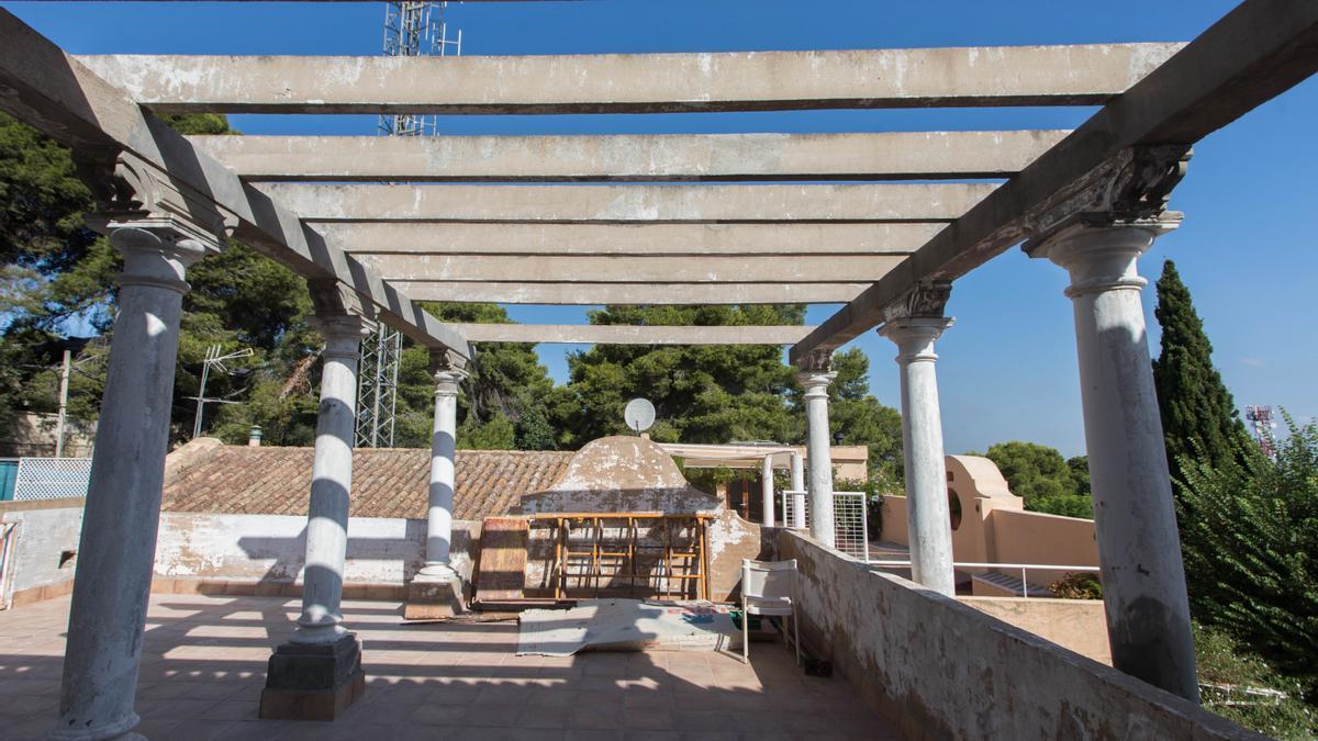 La rehabilitación de Villa Eloína, un chalet monumental del Vedat, en imágenes