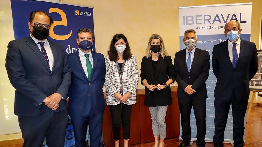 Cajalmendralejo e Iberaval unen fuerzas para mejorar la financiación de autónomos y pymes en Extremadura