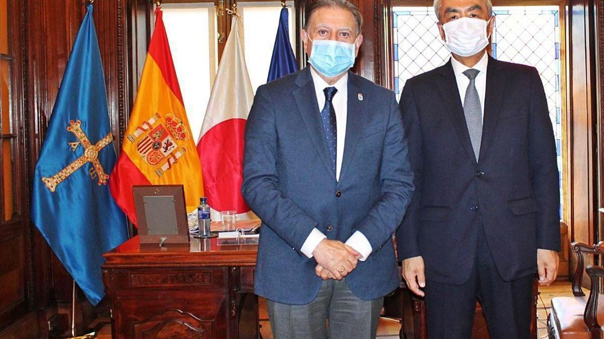 El embajador de Japón, invitado de Canteli en la ópera